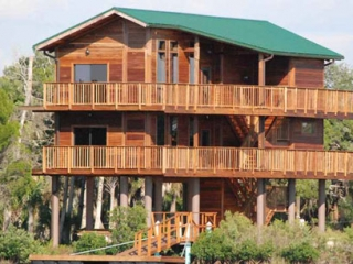 Crystal River Florida home on stilts foundation
