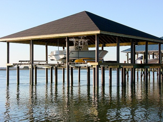 Florida boat lift with fiberglass pilings | Pearson Pilings