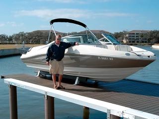 boat lift in Florida with fiberglass pilings