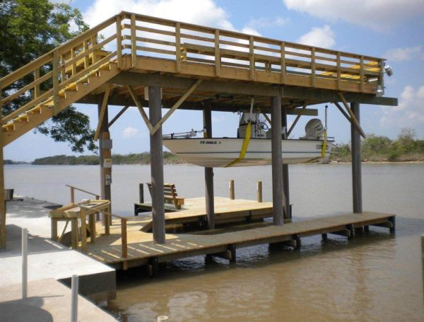 two level deck held up with composite pilings in Arrington, Texas